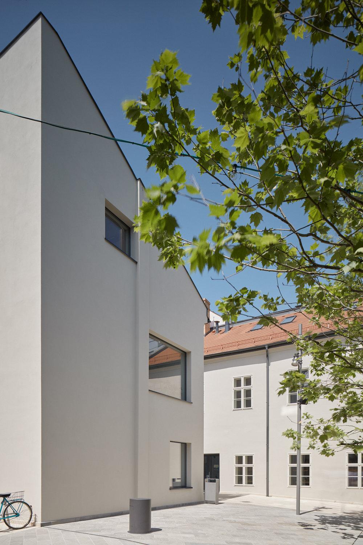 Vallo_Sadovsky_Architects_Nadvorie_BoysPlayNice_10.jpg