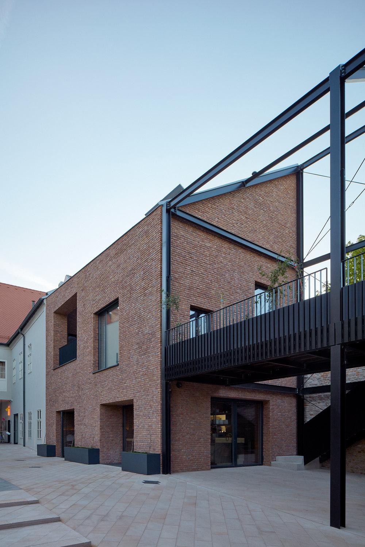 Vallo_Sadovsky_Architects_Nadvorie_BoysPlayNice_53.jpg