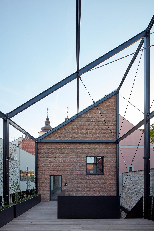 Vallo_Sadovsky_Architects_Nadvorie_BoysPlayNice_59.jpg