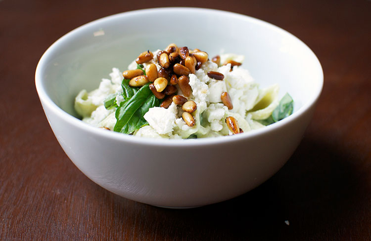 conchigliette-yogurt-peas-pine-nuts