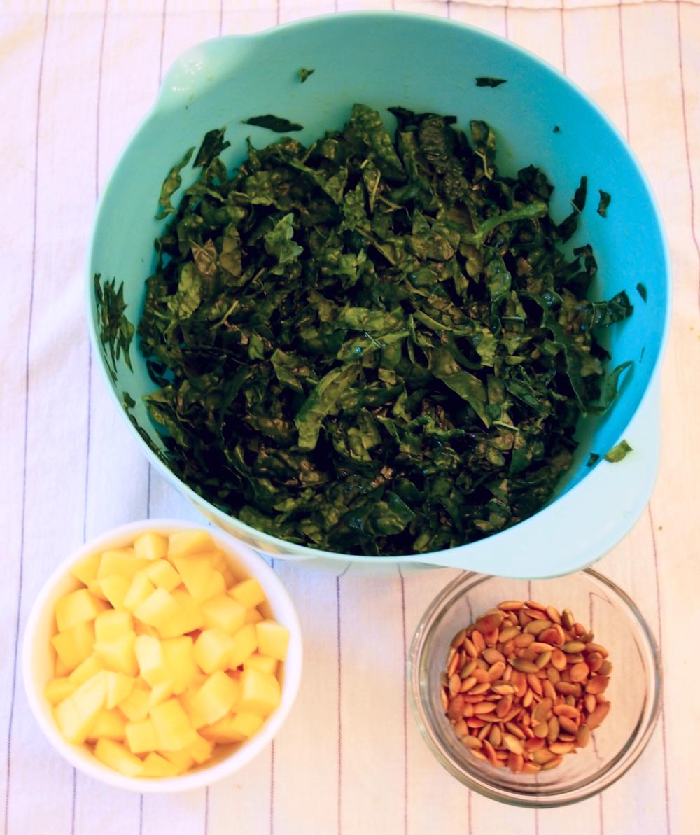 kale, mango, and pumpkin seed salad with lemon dressing ...