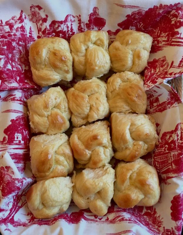 fluffy-challah-rolls