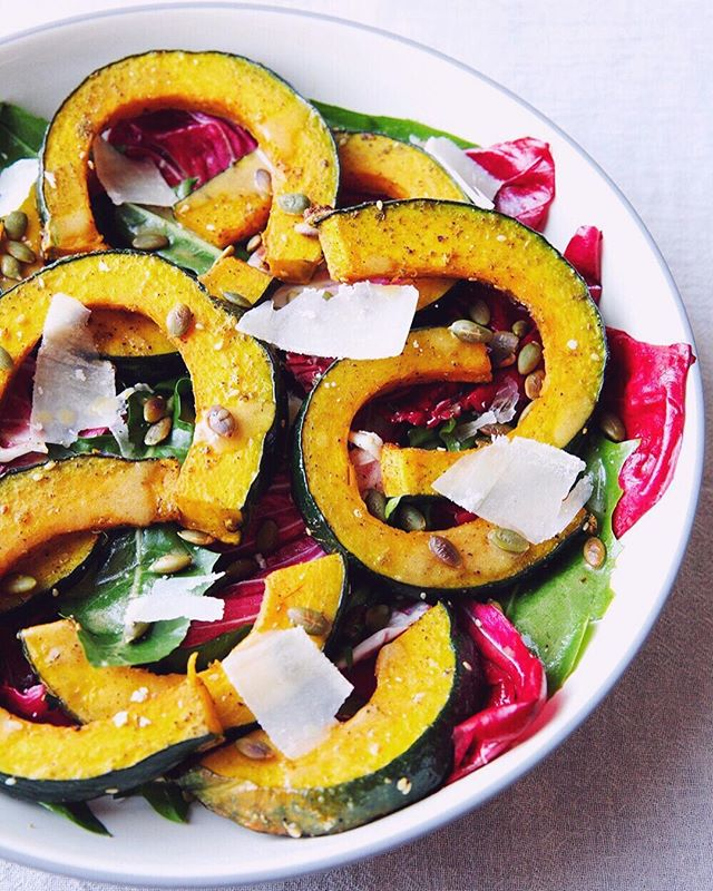 za'atar is officially good on everything (esp. popcorn and this kabocha squash)