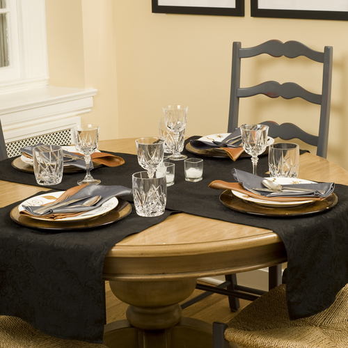 tablemattes_111_1000_omni_black_xsm_napkins_1020_pewter_1022_buttercream_xsm.jpg