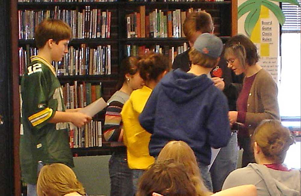 "(2007)   Gail Schechter conducts a fair housing and grassroots organizing ""teach-in"" at Ms. Gigiolio's Washburne 8th grade class as they embark on the Dr. King memorial campaign."