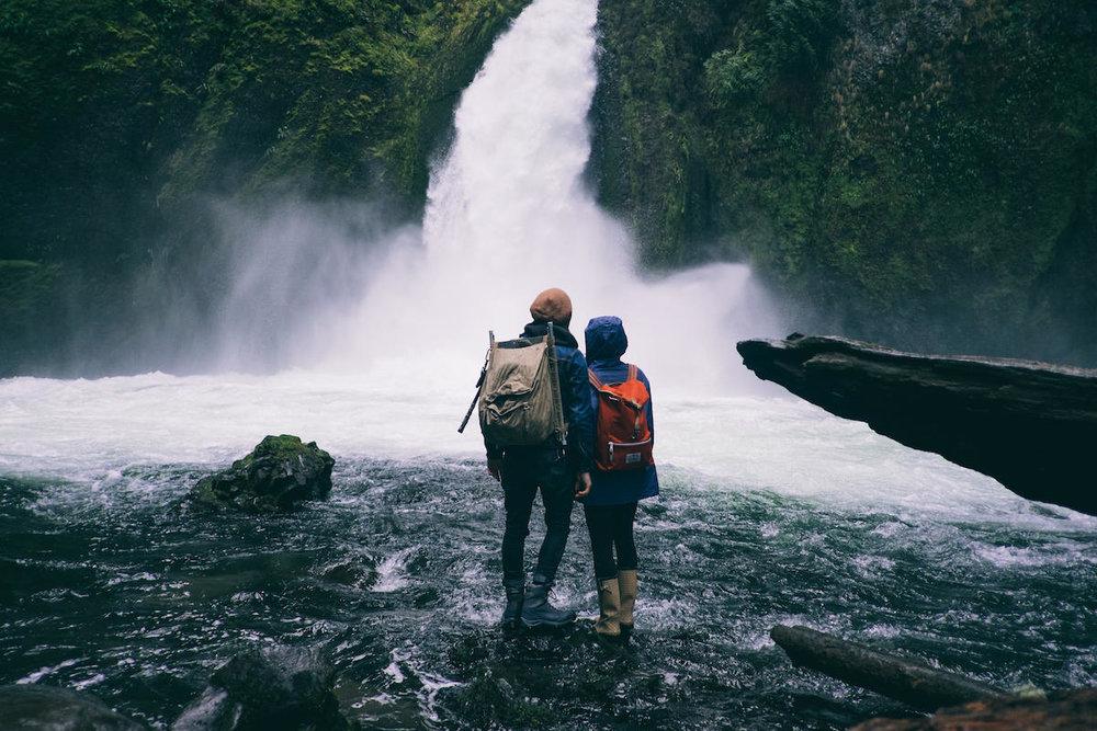 five-foolproof-date-ideas-hiking-1200x800.jpg