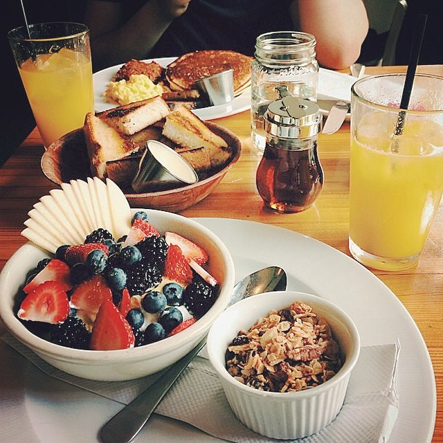 There's brunch. And then there's brunch at #TheBrooklynStar. Doors open at 12! #regram from @tephanylou of a proper spread.
