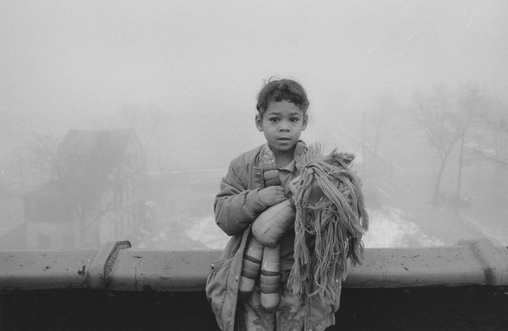 Helen M. Stummer,  Danielle on 322 Rooftop, Newark, New Jersey , 1990. © Helen Stummer.