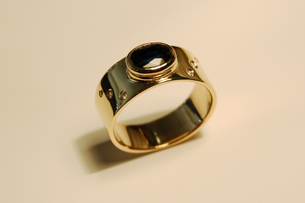 Recycled gold ring made by Lauren Haynes at Debrasic