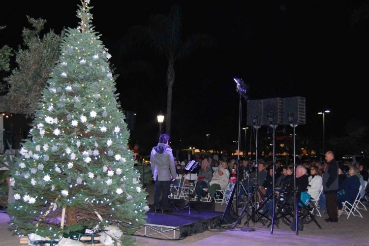 The 33rd annual Light Up A Life tree lighting ceremony in Goleta was hosted by Hospice of Santa Barbara. Community members placed stars on the tree during the event to honor loved ones and friends who have died. (Brooke Holland / Noozhawk photo)