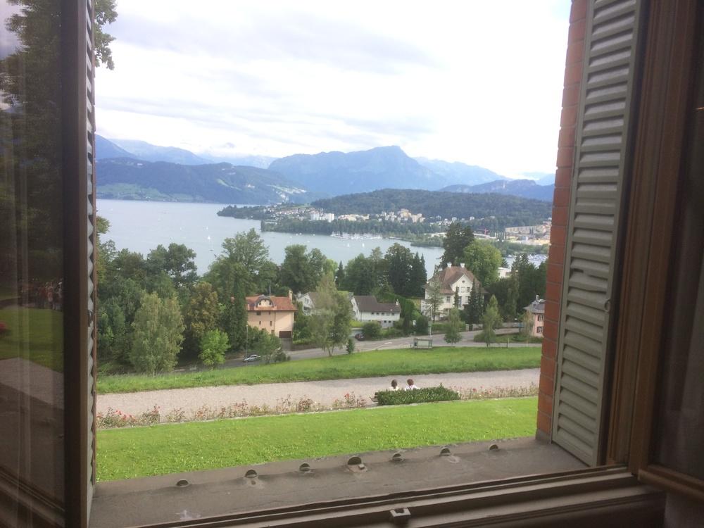 窗外的琉森湖