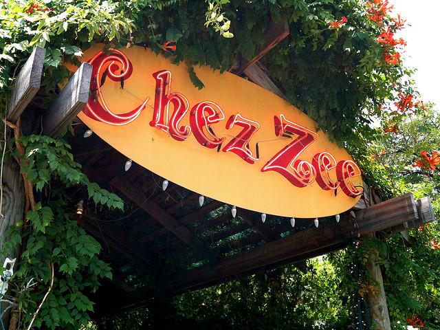 Chez Zee sign