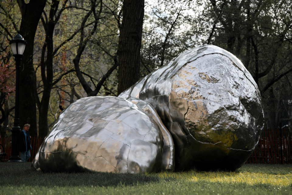 Erratic, 2007, stainless steel, 7 x 18 x 11 feet