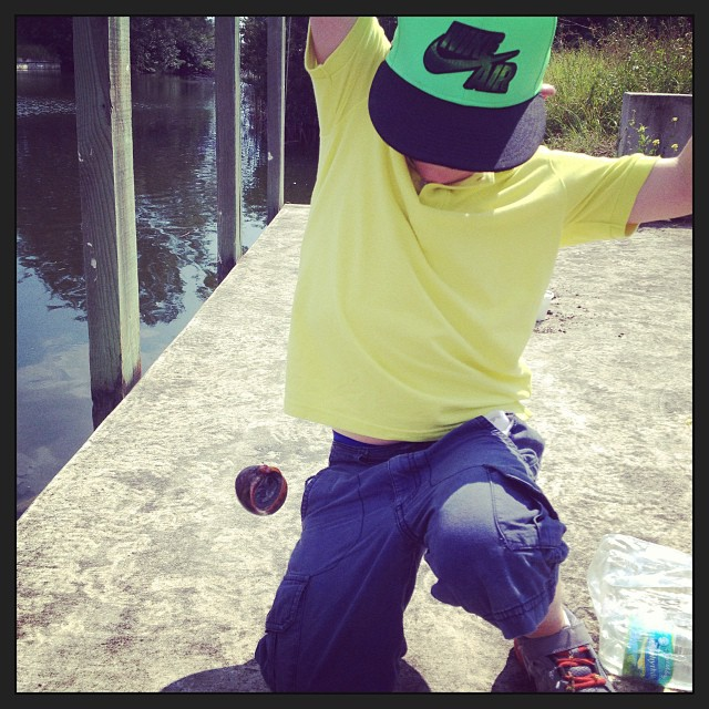 3 hours fishing and we manage to catch a snail.. Or maybe it's a yo yo.. Not sure. (at Cape Coral, FL)
