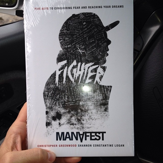 Shout out to my favorite Canadian illegal immigrant @manafest for sending me his book! Everyone check it out.. (at US Post Office)