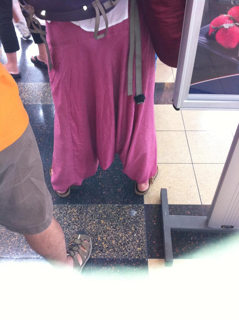 Stop hammertime! Genie pants in full effect!