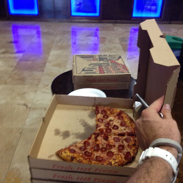 Is @socialxclub working out @ my gym? They have free pizza today… So many emotions running thru my heart right now…must fight temptation… Must… Ahhhhhhh.. Too late.