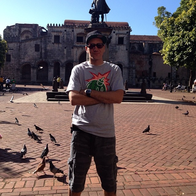 """Last day in the DR: In front of the oldest cathedral in the 'Mericas.. This was 5 seconds before the pigeons verbally assaulted me with words """"el blanco es cara es in burro cabeza"""""""