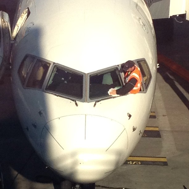 Man.. Everytime I pull up my private jet these window washer guys won't take no for an answer! (at Delta Sky Club)