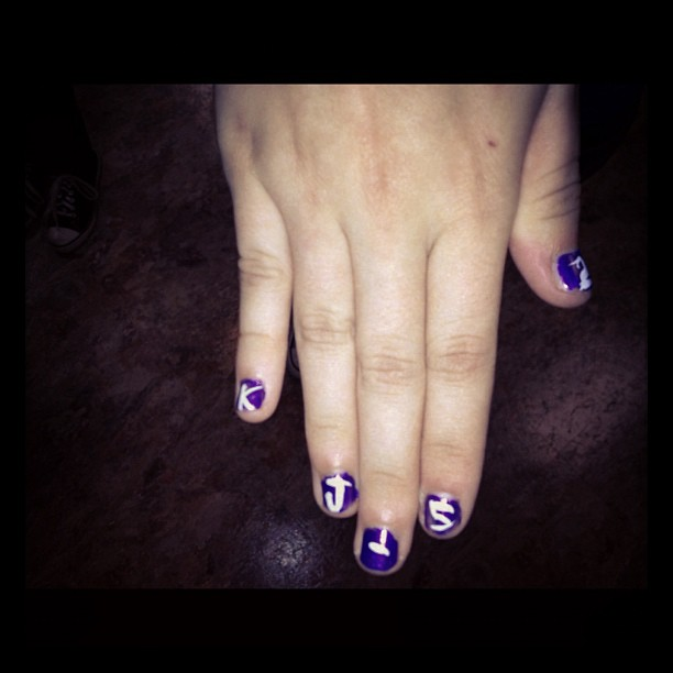 """If I'm officially big time.. I'm on @fantasiarenee711 """"fanny pack"""" nails.."""