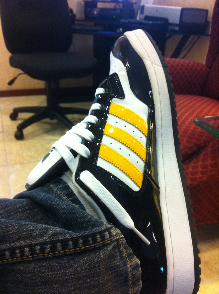 Tonight I do a show in phx. w/ @truthonduty @ambassador215 @breith @mailimusic .. I hope they like my cool rap guy shoes.