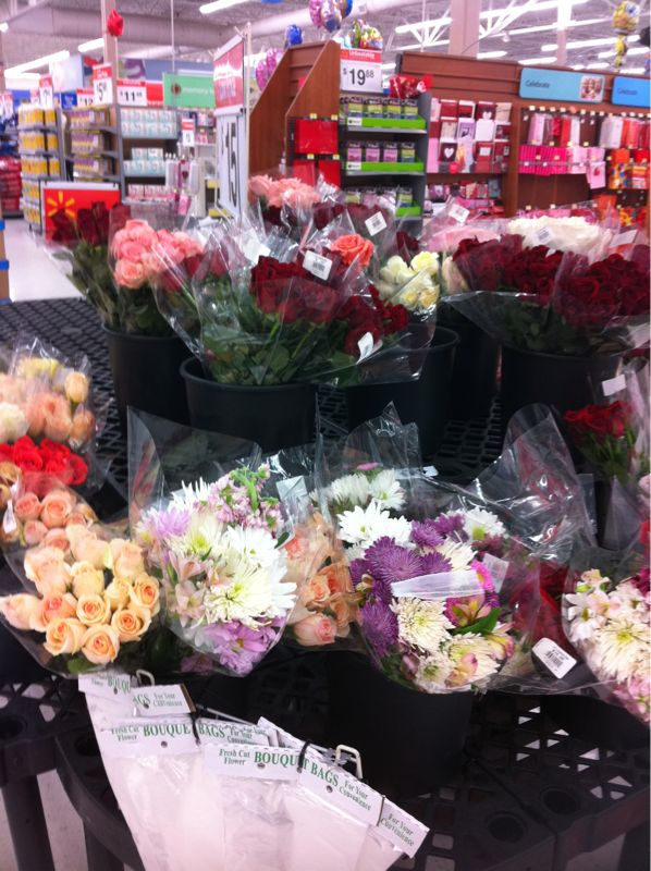 If ur getting ya girl flowers @ 1130pm on Val. Day in walmart.. Ur www.doghouse.com