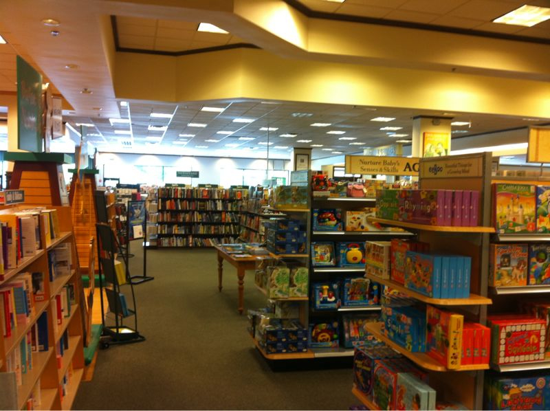 Barnes and noble ain't nothing but a library for grown ups where u gotta pay for the books