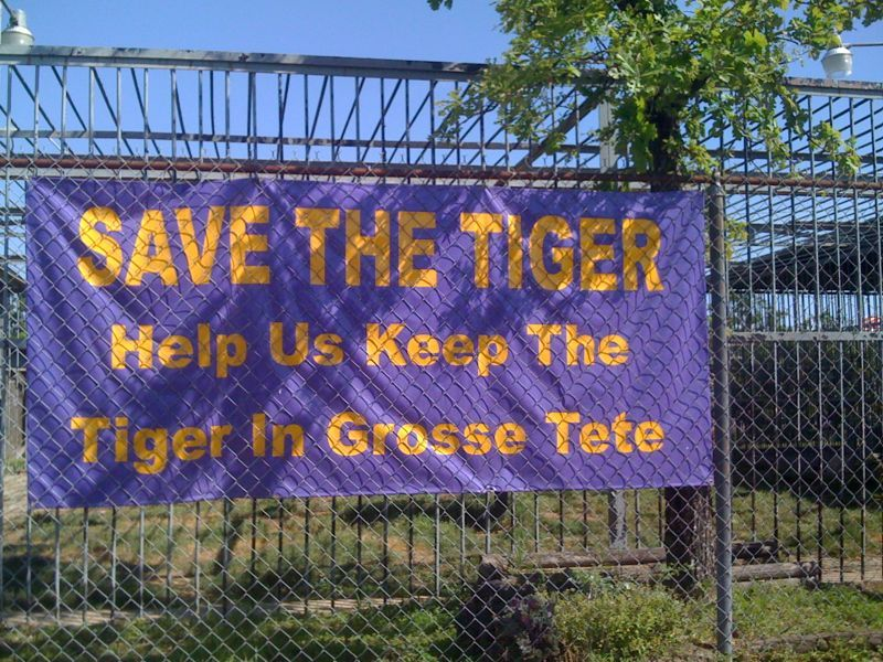 """stopped @ a tigerless tiger exhibit entitled """"save the tigers"""".. Might want to actualy have a tiger @ it!"""