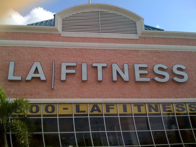 Going back 2 the gym u quit 2 go 2 another gym is like visiting an ex girlfriend.. Kinda awkward..