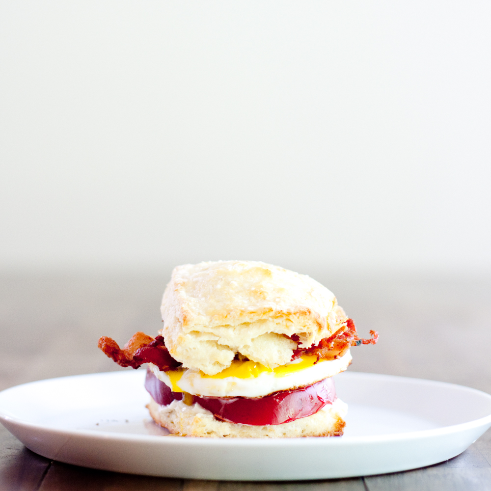 biscuit sandwiches with bacon, egg + tomato