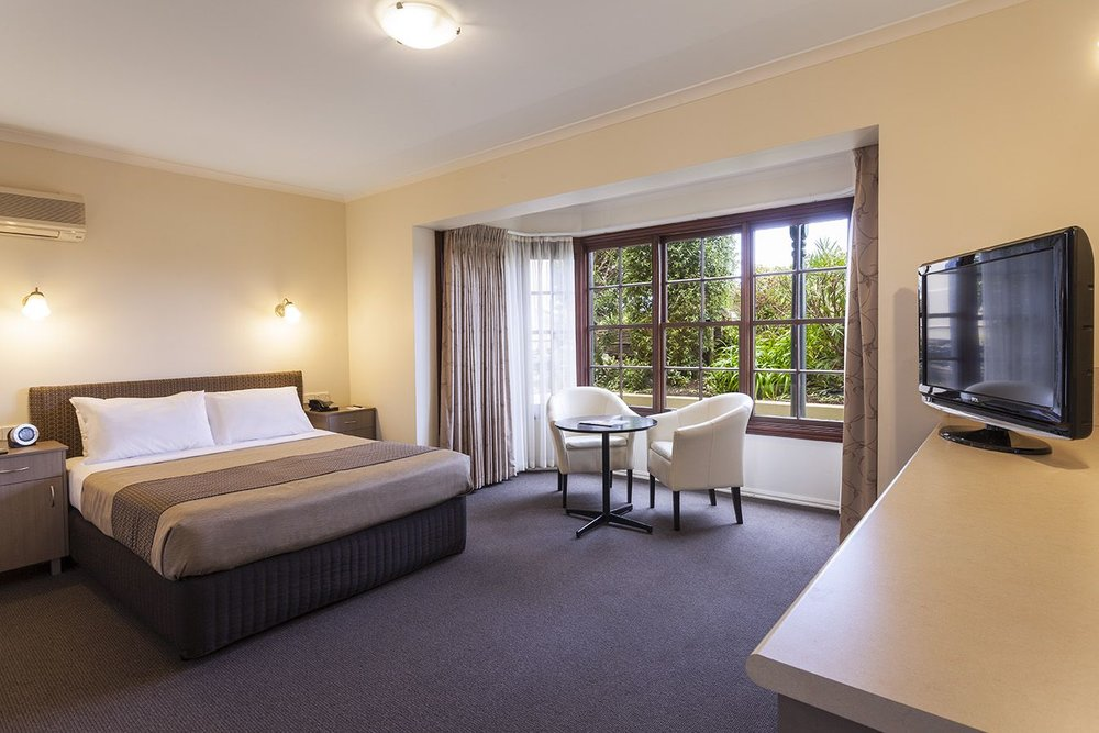 best-western-olde-maritime-warrnambool-hotel-motel-accommodation-premium-room.jpg