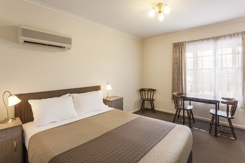 best-western-olde-maritime-warrnambool-hotel-motel-accommodation-standard-room.jpg