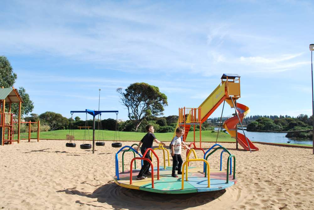 best-western-olde-maritime-hotel-accommodation-warrnambool-lake-pertobe-playground.jpg