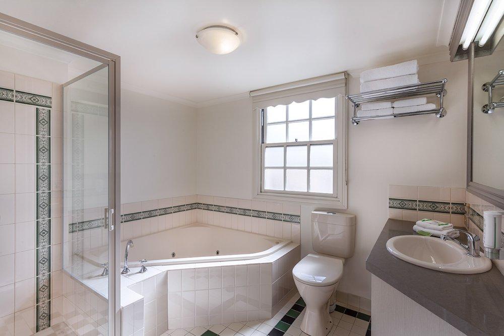 best-western-olde-maritime-warrnambool-hotel-accommodation-deluxe-spa-2.jpg