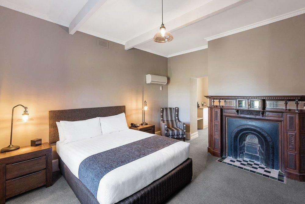 best-western-olde-maritime-warrnambool-hotel-motel-accommodation-luxury-heritage-queen-room2.jpg