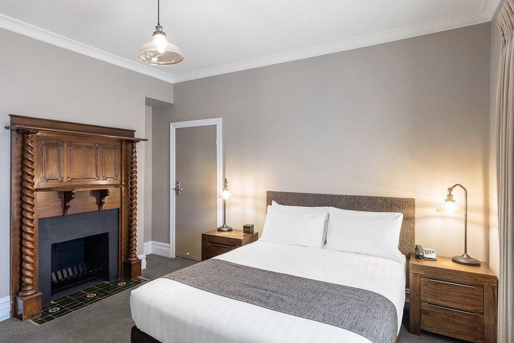 best-western-olde-maritime-warrnambool-hotel-motel-accommodation-luxury-heritage-queen-room12.jpg