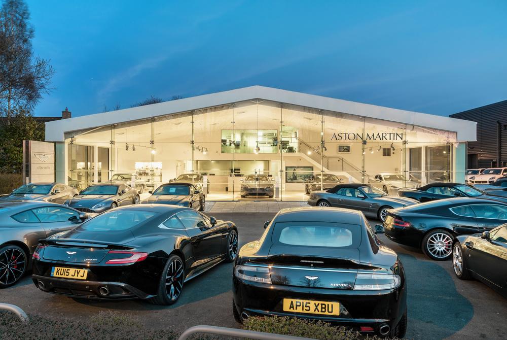 Aston-Martin-Center.jpg