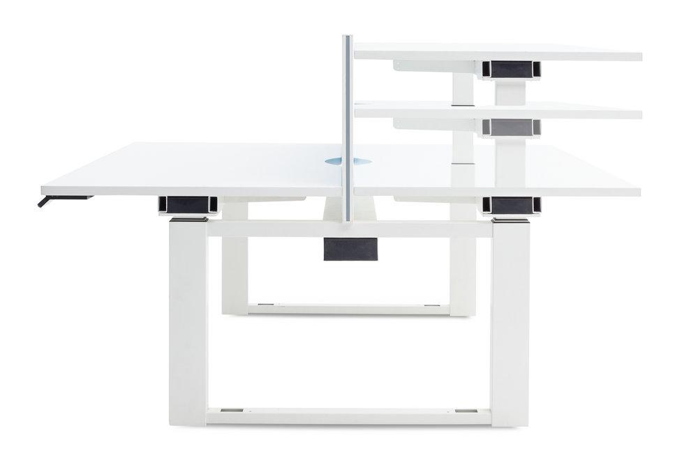 Een dubbele electrisch verstelbare zit-sta werkplek, in opdracht van kantoormeubelfabrikant Samuel Bruce. Product Photography Glasgow