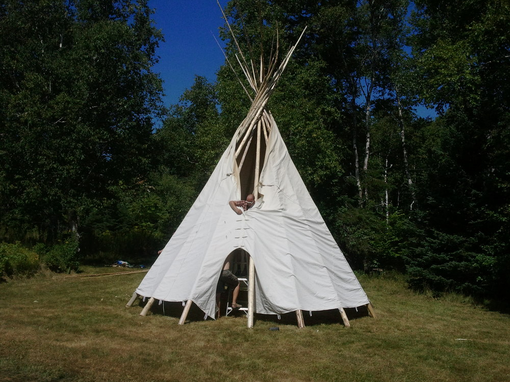 Constructing a tipi at the Home Again 2012 reunion. Photo by the author.