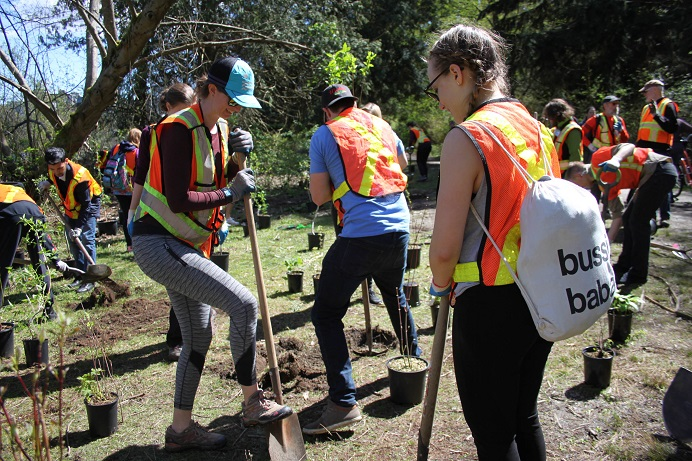 SPES volunteers on a planting expedition ... keeping it green. (Scarlett Mayorga Photo)