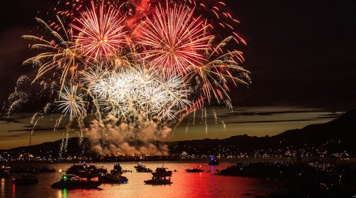 FIREWORKS OVER ENGLISH BAY. (ROBERTA KELLER PHOTO)