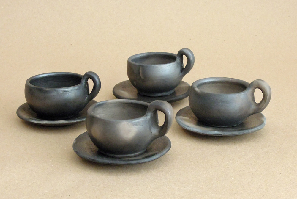 Tea/coffee cups made from black clay