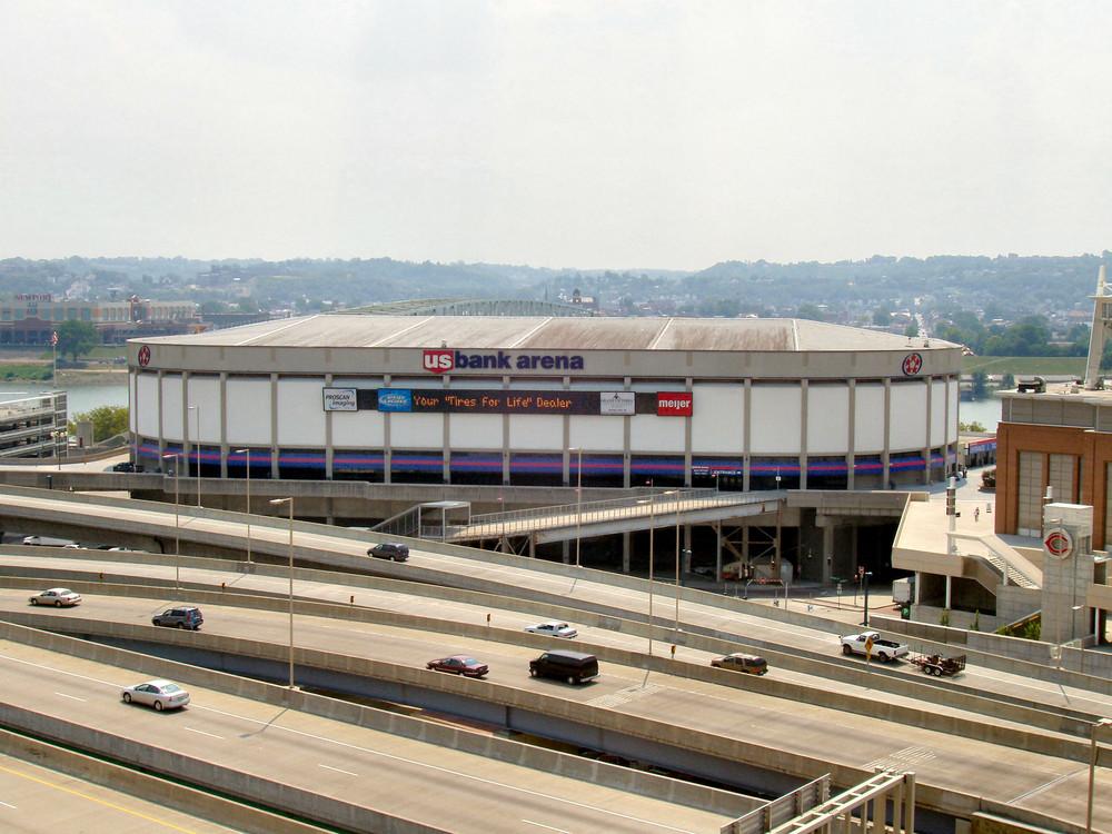 https://en.wikipedia.org/wiki/The_Who_concert_disaster#/media/File:Cincinnati-us-bank-arena.jpg