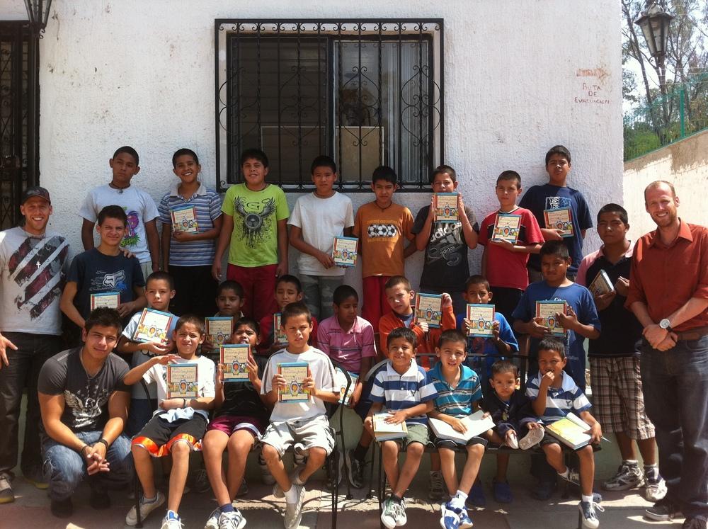 casa hogar esperanza en mi corazon - jesus story book bible.JPG