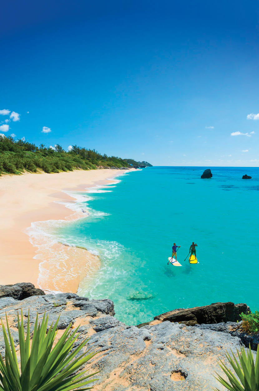 Paddle-boarding on Warwick Long Bay, Bermuda | © Antoine Hunt Photography