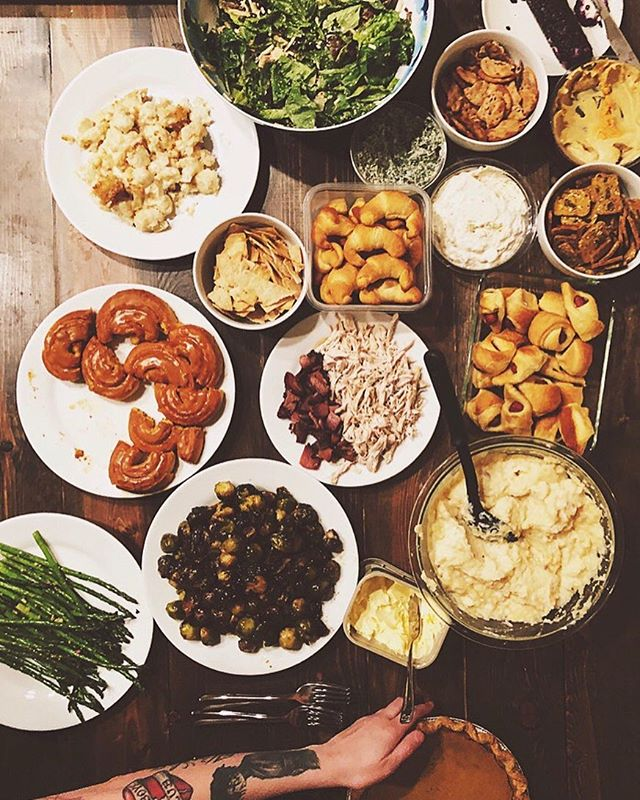 first annual #friendsgiving with the #fathersofsf, serving up mostly vegan and vegetarian dishes 🌱 (only two people in our family eat meat!) • • • #friendsgiving #chosenfamily #veganthanksgiving #vegetarianthanksgiving #thanksgiving #thanksgiving2018 #fathersgiving #firstannualfathersgiving #fathersgiving2018 #makingtraditions #friendsforlife #goodfoodgoodvibesgoodpeople