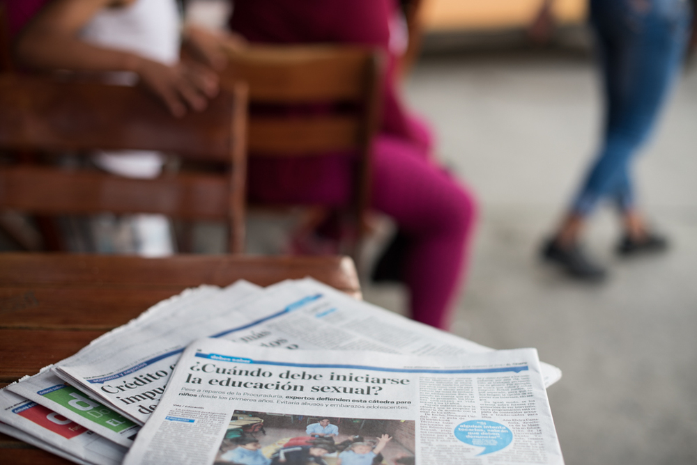 "An article in the national newspaper El Tiempo from Sunday, February 21st 2016. The title asks ""When Should Sexual Education Begin? Despite objections from the Attorney General, experts defend this course for children from the first years. It would avoid abuse and adolescent pregnancies."""