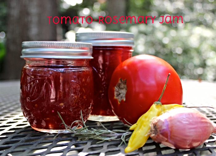 I didn't use my beloved Weck jars for this jam because I forgot to order them in time! Any canning jar will work.