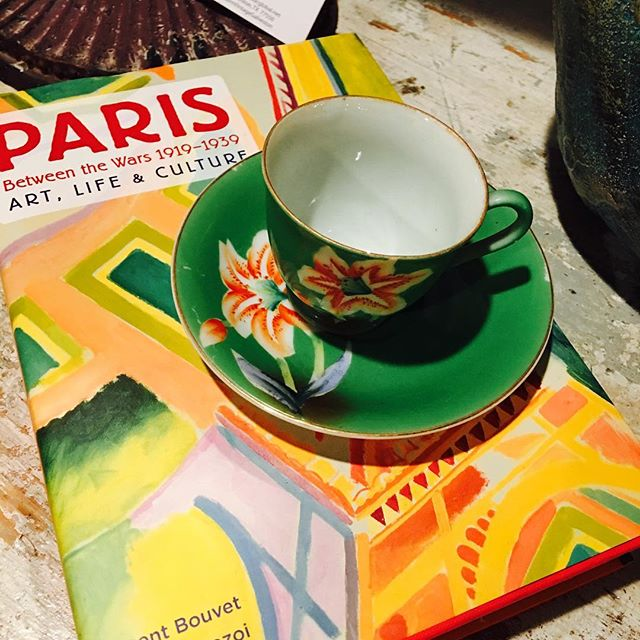 Love #books...would love to go to #Paris ☕️✈️...
