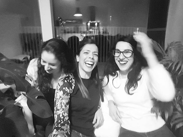 After not being together for several years, this picture perfectly captures our time in Amsterdam this weekend 😂 I haven't laughed sooooo much in a long time ❤️ @rolinha08 e @solangeandradelucas obrigada pela visita. Já estou cheia de saudades vossas!!